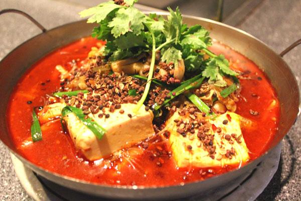 冬のおすすめ 白ハマグリと野菜の山椒風味鍋