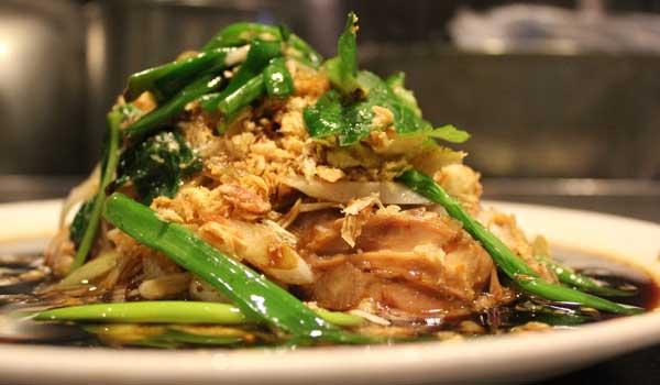シャンウエィ一番人気のやわらか雛鳥のネギ醤油