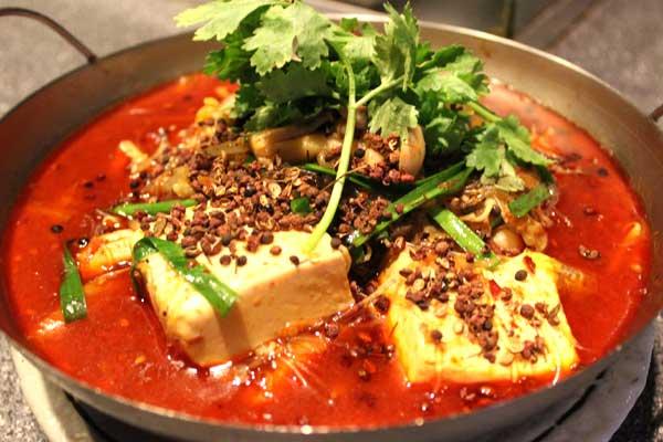 季節の鍋 白ハマグリと野菜の山椒風味