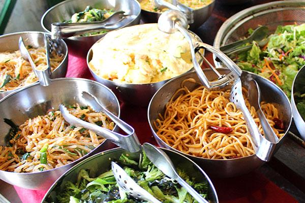 サラダが食べ放題の青山シャンウェイランチ