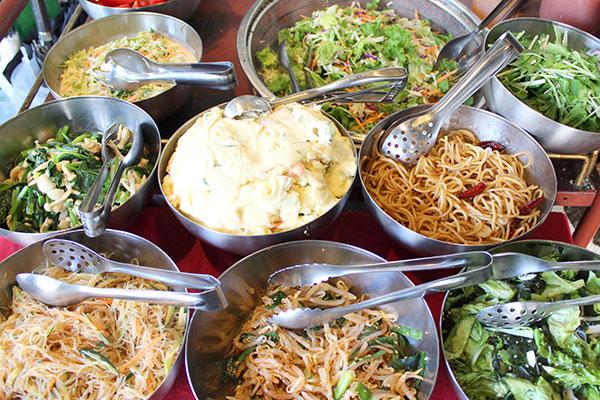 連休明け、中華と野菜のランチで。
