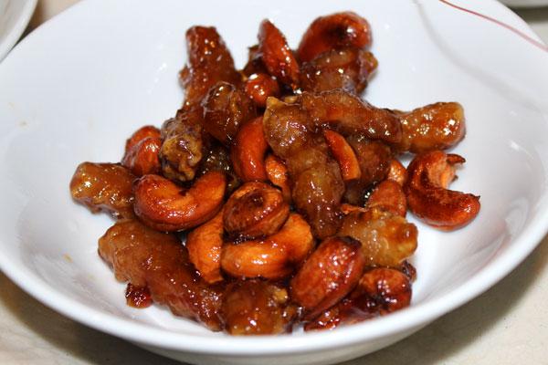 豚肉とカシューナッツの黒酢仕立て