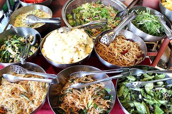 外苑前でサラダが食べ放題、青山シャンウェインのランチ。