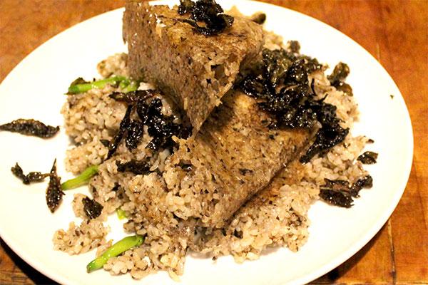 鉄板で作るチャーハン、烏龍炒飯。