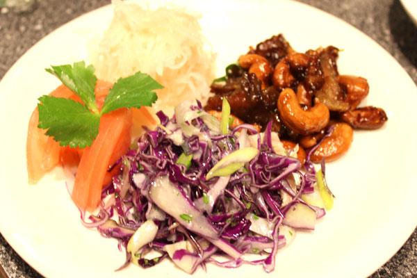 豚ガツとレッドキャベツの冷菜